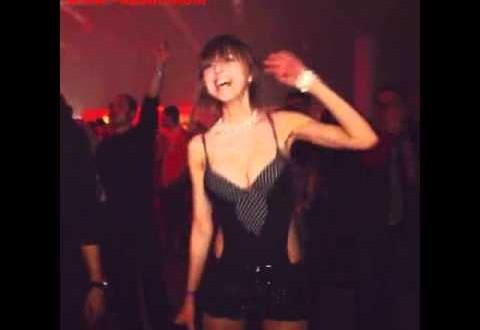 See naine tantsib kõige paremini.